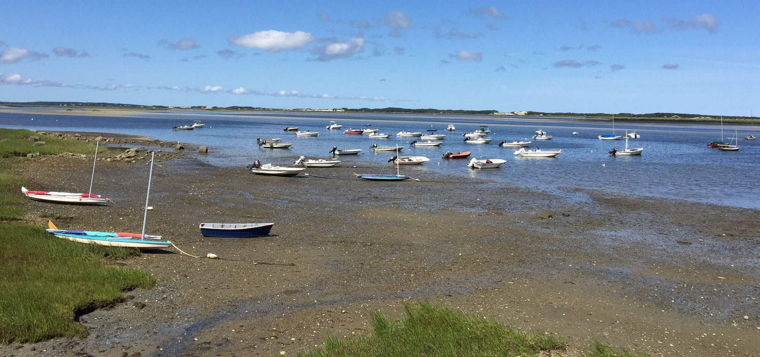 Anchored-Boats-Barnstable-Harbor